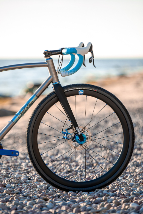 Custom gravel bicycle with Columbus Futura Gravel fork