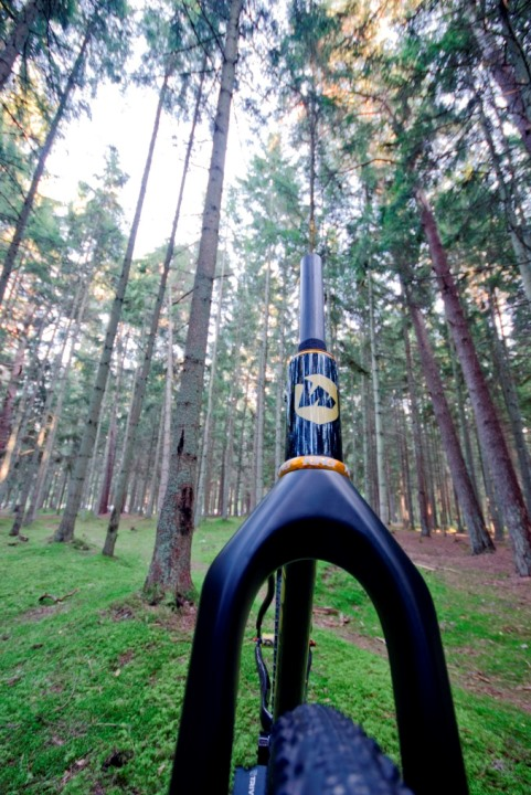 "oversized internally butted headtube for conical 1.5"" fork"