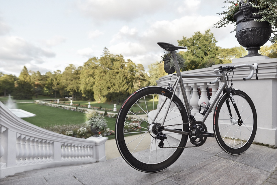 Light Titanium Road Bicycle Wittson Suppresio with Campagnolo Super Record groupset and Lightweight wheelset