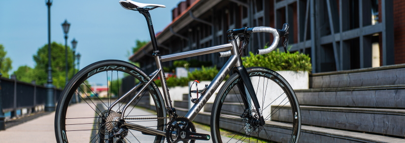 Titanium frame with made in Italy components Campagnolo Record